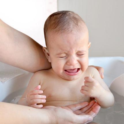 Como lidar com as cólicas dos primeiros meses de vida do bebê?